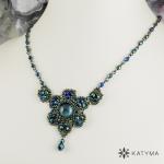 Malý náhrdelník s kabošonem